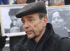 Неизвестные напали на Льва Пономарева