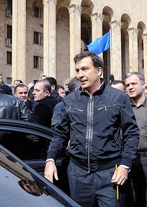 Саакашвили не хочет уходить
