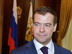 """Медведев отвечает на """"неудобные"""" вопросы"""