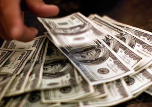 Кто обрушил доллар?