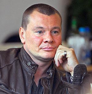 Тело популярного российского акте <!--