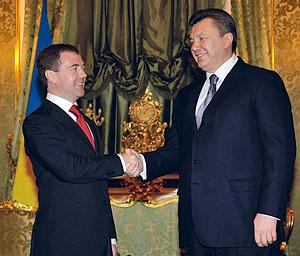 Медведев и Янукович: общность победы