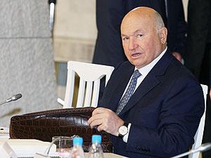 Лужков сможет ездить в Севастополь