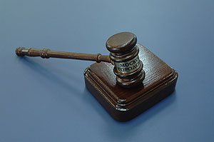 Лужков оспорит решение Медведева в суде