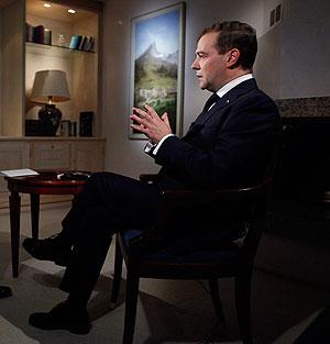 Медведев не стал говорить о премьере-2012