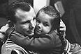 Гагарин Ю.А. с дочкой Галей, 1968 год