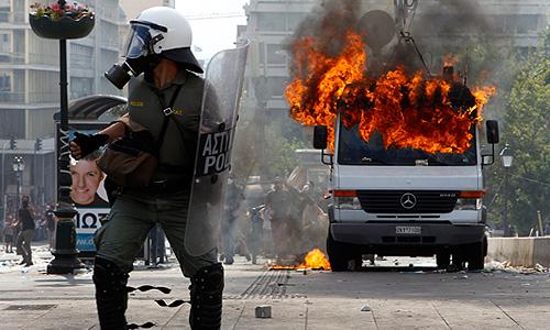 48-часовая забастовка, организованная крупнейшими профсоюзами государственных служащих и работников частного сектора в знак протеста против многомиллиардных сокращений расходов.