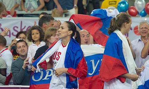 Игроки сборной России после финального матча чемпионата Европы по баскетболу среди женщин: Турция - Россия - 42:59.