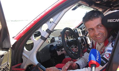 Польский раллийный автогонщик Кшиштоф Холовчик