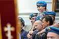 Десантники во время торжественного молебна на Красной площади в День Ильи Пророка - покровителя российских ВДВ.