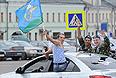 Десантники на одной из улиц столицы во время празднования Дня Воздушно-десантных войск РФ в День Ильи Пророка - покровителя российских ВДВ.