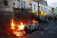 Беспорядки в Лондоне продолжаются уже третий день. По городу размещены полицейские кордоны. Волнения в Лондоне начались на выходных после того, как полицейские якобы застрелили чернокожего британца в районе Тотенхэм. В субботу поздно вечером в этом районе толпа протестующих напала на полицейских, подожгла две машины стражей порядка, автобус и один из магазинов.