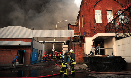 Пожар в здании склада на территории Микояновского комбината на улице Талалихина.