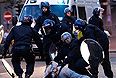 Британская полиция проинформировала о возобновлении во второй половине дня вторника беспорядков в Бирмингеме. Кроме того, в полицию поступают данные о беспорядках в Волверхэмптоне и Уэст-Бромвиче, где вандалы громят магазины.
