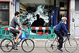 Разбитые витрины магазинов в районе Брикстон. Беспорядки в городах Англии начались 6 августа в Лондоне после того, как полицейские застрелили 29-летнего британца Марка Даггана