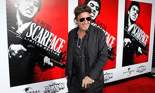 """В Лос-Анджелесе прошла вечеринка, посвященная выходу легендарного фильма Брайана Де Пальмы """"Лицо со шрамом"""" на Blu-ray. На фото актер Аль Пачино, сыгравший Тони Монтану."""