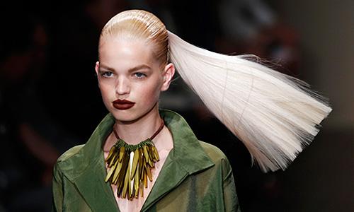 Показ коллекции Donna Karan New York весна-лето 2012 на Неделе моды в Нью-Йорке.