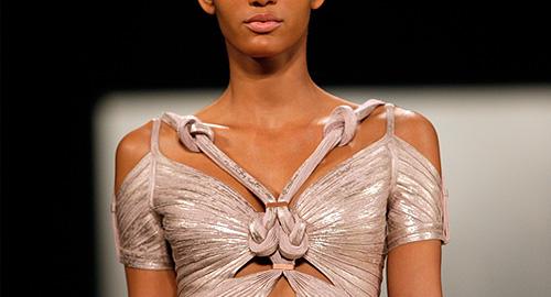 Показ коллекции Herve Leger весна-лето 2012 на Неделе моды в Нью-Йорке.