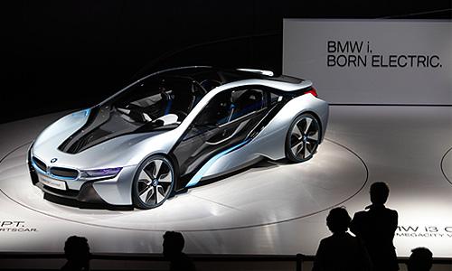 На стенде немецкого концерна BMW на 64-м Международном автосалоне во Франкфурте представлен новый автомобиль BMW i8 Concept.