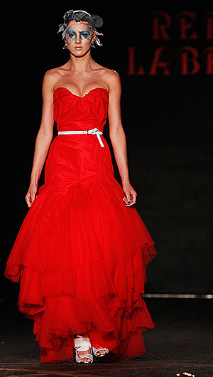 Показ коллекции Vivienne Westwood Red Label весна-лето 2012 на Неделе моды в Лондоне.