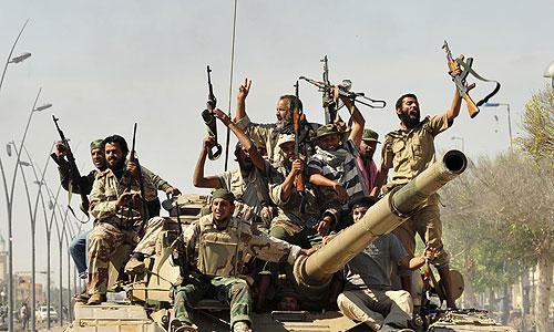 Бойцы ливийского Национального переходного совета (НПС) в четверг поймали бывшего лидера страны Муаммара Каддафи и одновременно завершили операцию по захвату Сирта.