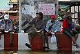 """""""МИД России рекомендует российским гражданам, намеревающимся посетить Таиланд, тщательно взвешивать целесообразность поездки в эту страну, а уже находящимся в Таиланде россиянам - избегать посещения оказавшихся в зоне наводнения районов, в том числе в столице, и проявлять осторожность при передвижениях по стране"""", - говорится в сообщении МИД РФ."""