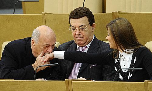 Рабочие будни российской Госдумы: прогиб оперной