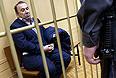"""Бизнесмен Виктор Батурин в суде не признал вину в инкриминируемом ему преступлении - попытке мошенничества. Об этом он заявил, отвечая на вопросы журналистов в Тверском суде Москвы, куда бизнесмен был доставлен для решения вопроса о его аресте, передает корреспондент """"Интерфакса"""". Батурин связал свое уголовное преследование с попыткой давления. """"На меня просто хотят наехать"""", - сказал он."""