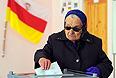 """И.о. Спикера парламента Южной Осетии, председатель партии """"Единство"""" Зураб Кокоев заявил """"Интерфаксу"""", что депутаты рассмотрят ситуацию в стране в свете жалобы в Верховный суд от партии """"Единство"""". По его словам, жалоба """"была подана в связи с тем, что были выявлены нарушения"""".""""Сейчас суд в оперативном порядке разбирается с нашей жалобой. Самое главное для нас, для партии, чтобы не было нарушений, чтобы выборы прошли легитимно. Сегодня суд определит степень нарушений. Дальше по решениям суда будем действовать"""", - сказал Кокоев."""