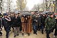 """Цхинвал. 29 ноября. Кандидат в президенты Южной Осетии Алла Джиоева (в центре справа) со своими сторонниками во время """"марша мира""""."""