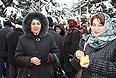 Утром в четверг на центральной площади города уже не было ни митингующих, ни автоматчиков. Только снег, тлеющие жбаны, в которых разводили костры, и многочисленные упаковки от семечек.