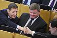 Депутаты Госдумы РФ Александр Жуков (слева) и Андрей Макаров (справа) на первом пленарном заседании Государственной Думы РФ шестого созыва.