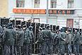 """Полицейское оцепление на месте проведения митинга оппозиции """"За честные выборы"""" на проспекте Сахарова."""