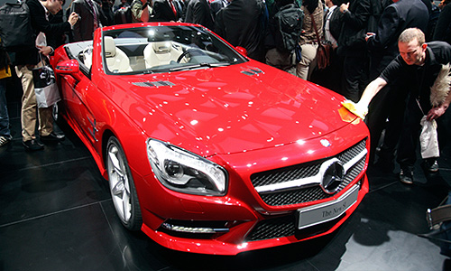 Автомобиль Mercedes Benz SL 2013 года.