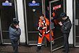 """Два года назад в утренний час пик на станциях метрополитена """"Лубянка"""" и """"Парк культуры"""" с интервалом 40 минут произошло два взрыва. Мощность самодельных взрывных устройств в тротиловом эквиваленте составила до 4 кг тротила на станции """"Лубянка"""" и до 2 кг - на станции """"Парк культуры"""". Погибли 40 человек, еще около 160 получили ранения, потерпевшими по делу признано 168 человек. По данным СК РФ, установлены все непосредственные исполнители и организаторы совершенных терактов."""
