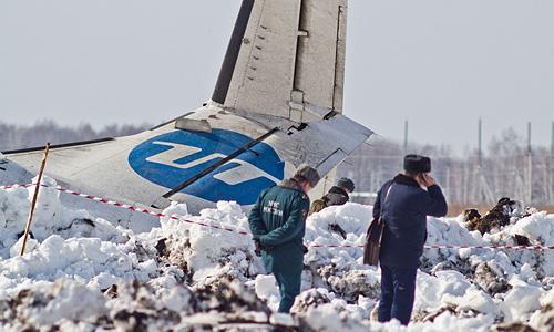 В результате крушения ATR-72 под Тюменью, по последним данным, погибли 32 человека, 11 удалось уцелеть, двое из них находятся в крайне тяжелом состоянии.