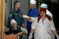 Оказание помощи пострадавшему в результате взрыва, осуществленного смертником у поста полиции на выезде из Махачкалы, в одной из городских больниц.