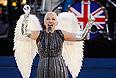 Певица Энни Леннокс на праздничном концерте в честь 60-летия со дня вступления на престол королевы Елизаветы II.