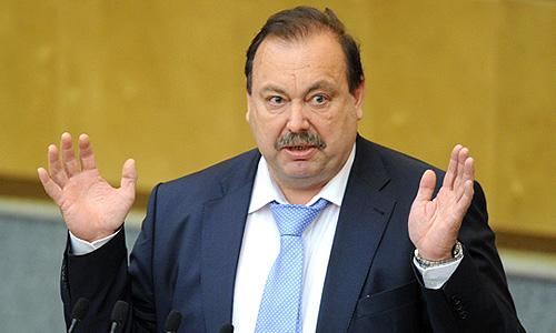 Заместитель председателя комитета ГД по безопасности и противодействию коррупции Геннадий Гудков во время выступления на пленарном заседании Госдумы РФ.
