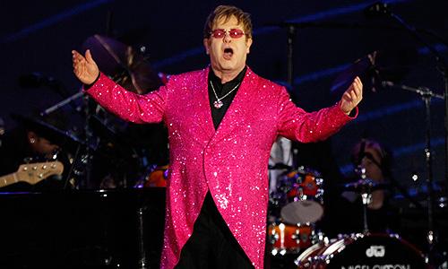 Певец Элтон Джон выступил на праздничном концерте в честь 60-летия со дня вступления на престол королевы Елизаветы II.