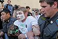 В среду Таганский районный суд Москвы рассмотрел ходатайство следствия о продлении ареста трем девушкам из группы Pussy Riot. В Москве в это время прошли акции как в их поддержку, так и против них.