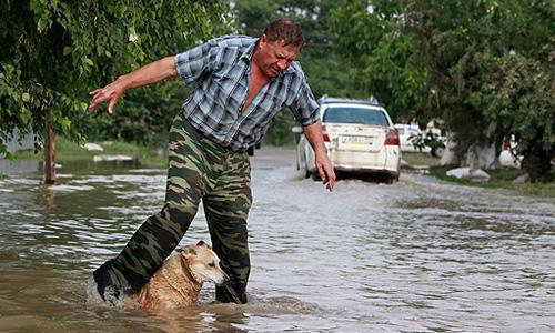 На Кубани для обследования пострадавших от разгула стихии домовладений и определению ущерба организована работа более 200 комиссий.