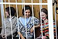 Участницы Pussy Riot Екатерина Самуцевич, Надежда Толоконникова и Мария Алехина (слева направо), обвиняемые в хулиганстве в храме Христа Спасителя, перед началом заседания в Хамовническом суде.