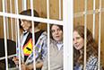 """Участницы феминистской панк-группы """"Pussy Riot"""" Надежда Толоконникова, Екатерина Самуцевич и Мария Алехина, обвиняемые в хулиганстве в храме Христа Спасителя, перед началом заседания в Хамовническом суде."""
