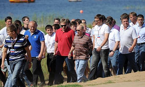 Президент России Владимир Путин во вторник по традиции посетил с визитом молодежный форум на озере Селигер и ответил на вопросы его участников.