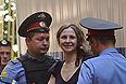 Участница Pussy Riot Мария Алехина, обвиняемая в хулиганстве в храме Христа Спасителя, перед началом рассмотрения дела в Хамовническом суде.