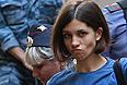 Участница Pussy Riot Надежда Толоконникова, обвиняемая в хулиганстве в храме Христа Спасителя, во время рассмотрения дела в Хамовническом суде.