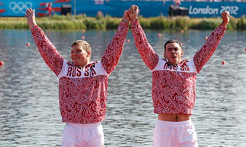 """Наши бронзовые гребцы радуют настроем. """"Это первая Олимпиада в нашей карьере, и мы хотели победить"""", - сказал Коровашков."""