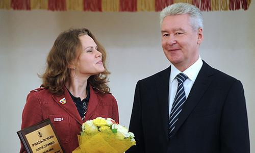 Российская синхронистка Мария Громова и мэр Москвы Сергей Собянин на церемонии вручения премий победителям и призерам Олимпийских игр 2012 в Лондоне.