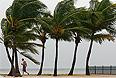"""Тропический шторм """"Айзек"""" обрушился на американские острова Флорида-Кис и теперь направляется в сторону штата Луизиана, сообщает в понедельник Национальный центр по наблюдению за ураганами."""